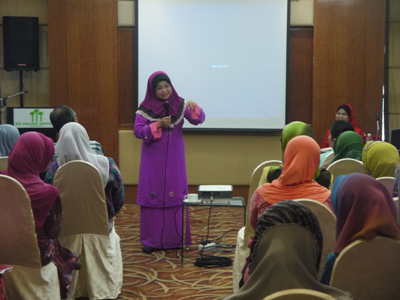 At the program, a talk was given by Prof. Dr. Latiffah Latiff, Research Leader of Project Cervisafe cum Deputy Director of CaRE