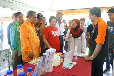 Official visitors to booth: From left: (Red tshirt) Y.B. Tan Sri Datuk Seri Panglima Joseph Kurup, Minister at Prime Minister Office and Prof. Dr. Ing. Ir. Renuganth Varatharajoo, Deputy Vice Canselor, UPM