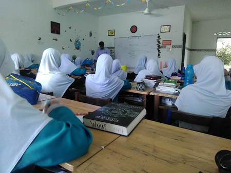 Students focusing on the topic taught by Mr Othman